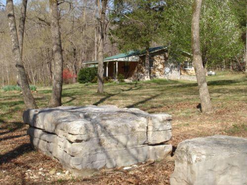 Cabin & Acreage On Sylamore Creek : Mountain View : Stone County : Arkansas