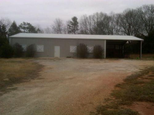 30 Acres With Barn And Brick Veneer : Anderson : South Carolina