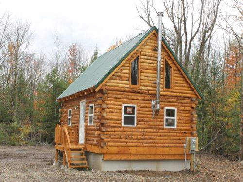 10 Acres Custom Built Log Cabin : Albion : Oswego County : New York
