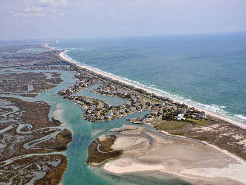 Amazing Waterfront Retreat : Oak Island/holden Beach Area : Brunswick County : North Carolina