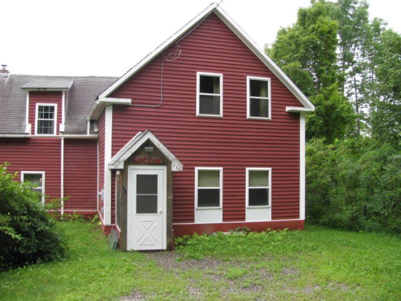 Country Living : Burlington : Penobscot County : Maine
