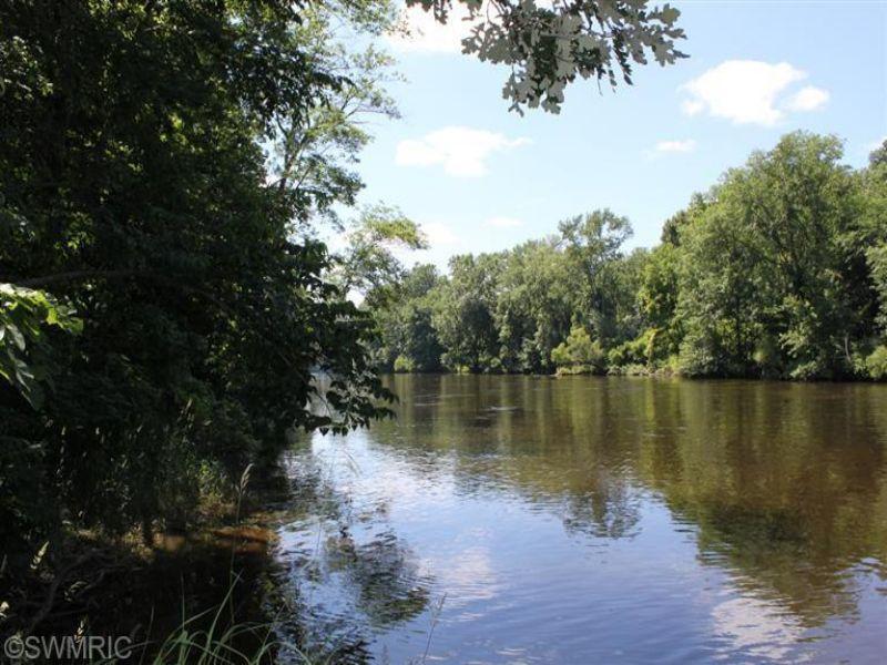 Muskegon River Frontage : Grant : Newaygo County : Michigan