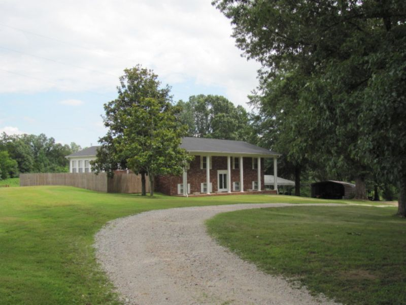 Large Home Nestled On 2.66 Acres : Reagan : Chester County : Tennessee