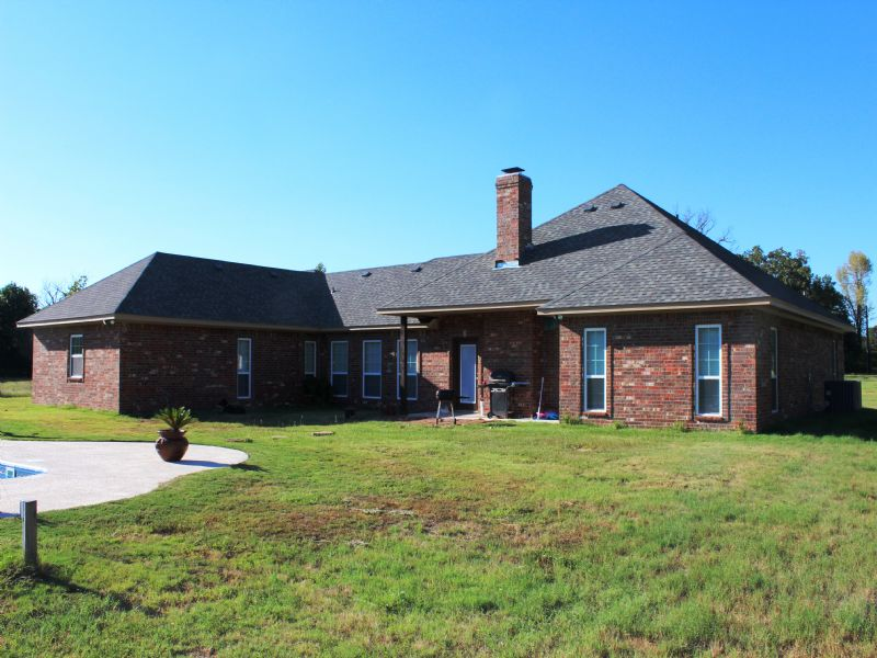 Country Home With Acreage : Blossom : Lamar County : Texas