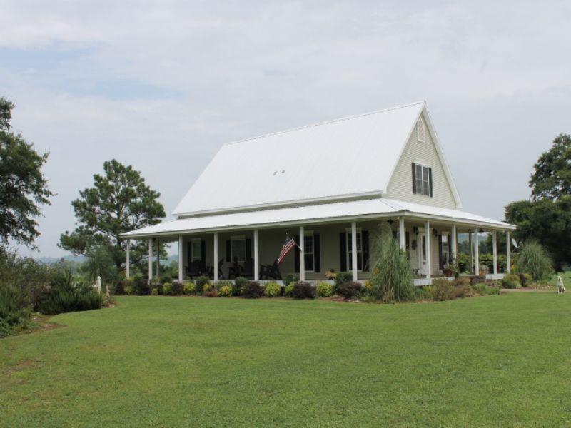 Farmhouse And 140+/- Acres : Guntersville : Blount County : Alabama