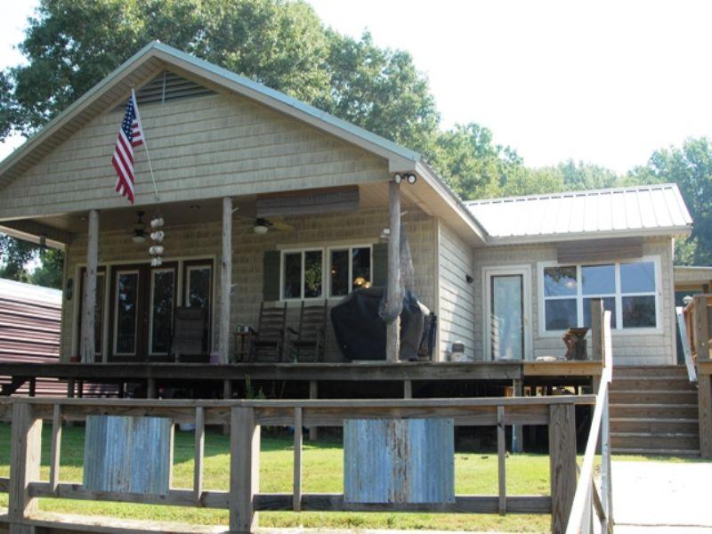 Waterfront Hunting Cabin : Holy Grove : Monroe County : Arkansas