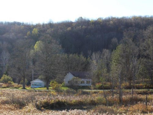 97 Acres Farmhouse Borders Forest : Deruyter : Madison County : New York