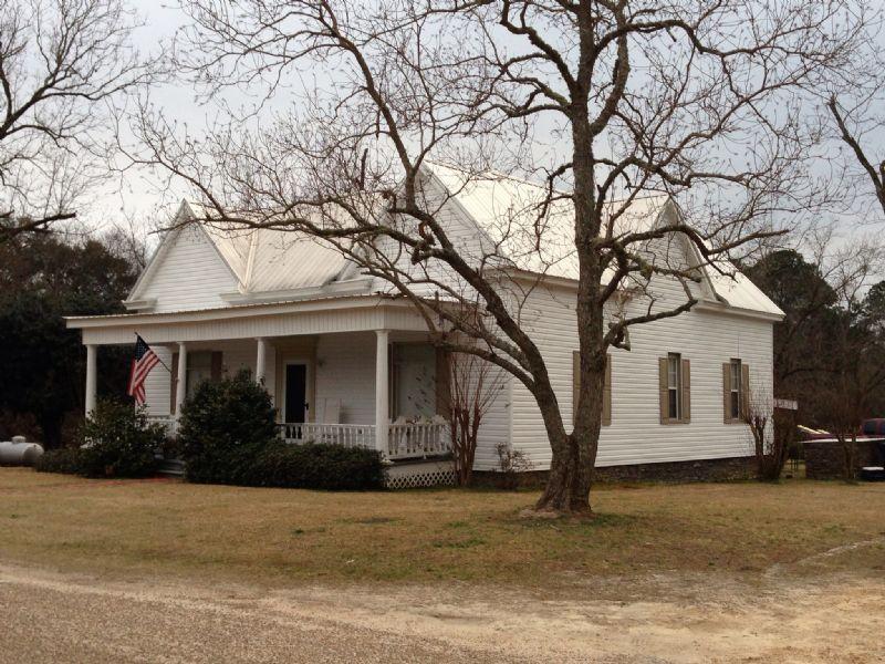3 Br/1 Ba Home On 4.6 +/- Ac : Troy : Pike County : Alabama
