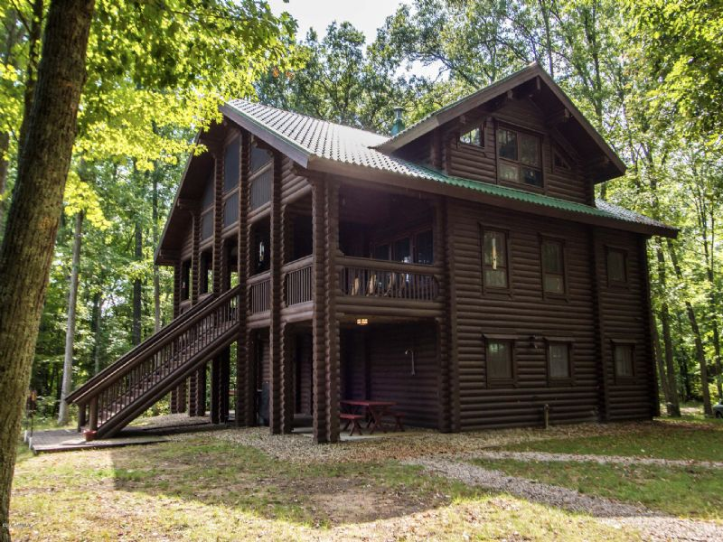 Extraordinary River Front Log Home : Newaygo : Newaygo County : Michigan