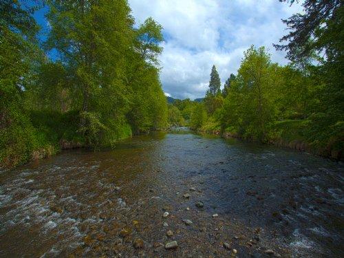 Applegate River Ranchette ~ 2 Famil : Applegate : Jackson County : Oregon