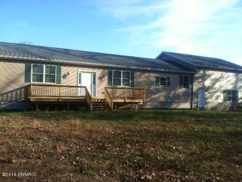 Spacious Home On 10 Acres : Newaygo County : Michigan