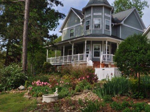 Victorian Style Home : Mountain View : Stone County : Arkansas