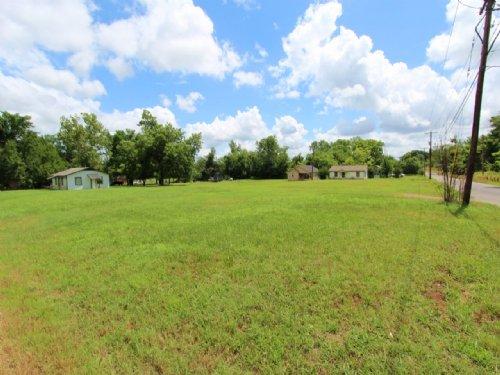 Residential City Lot : Paris : Lamar County : Texas