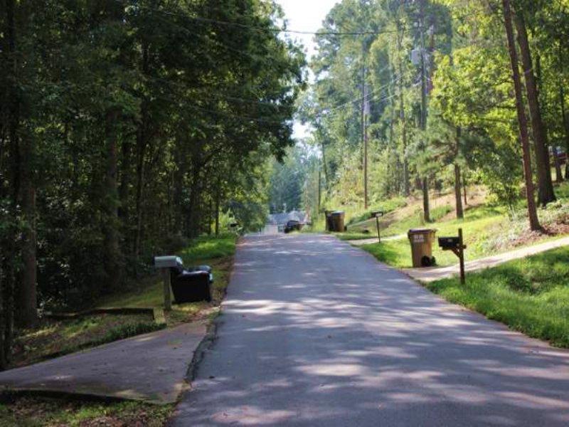 Large Lake Lanier Community Lot : Gainesville : Forsyth County : Georgia