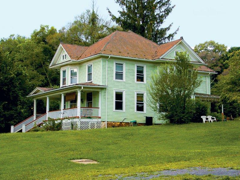 Home With Acreage Absolute Auction : Staunton : City of Staunton County : Virginia