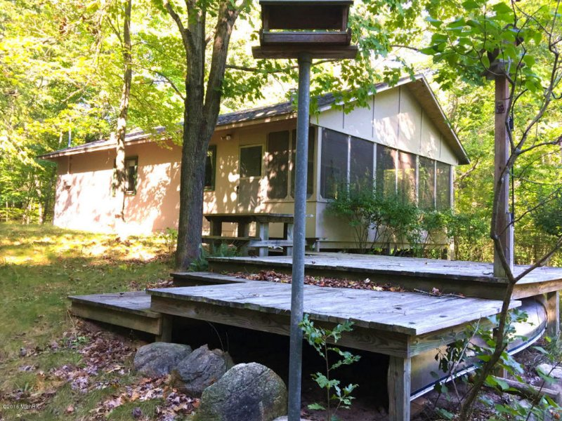Affordable Riverfront Cottage : Hesperia : Newaygo County : Michigan