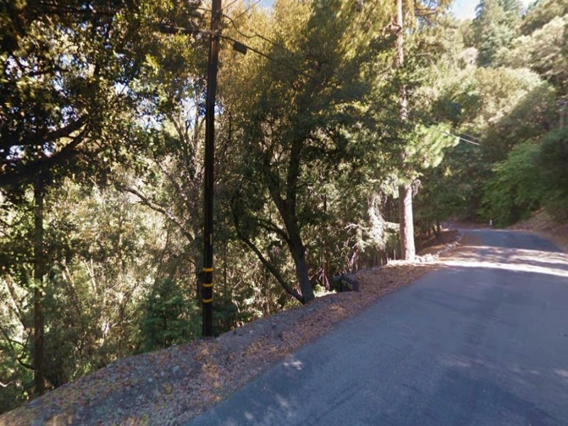 Vacant Lot With Paved Road Access : Crestline : San Bernardino County : California