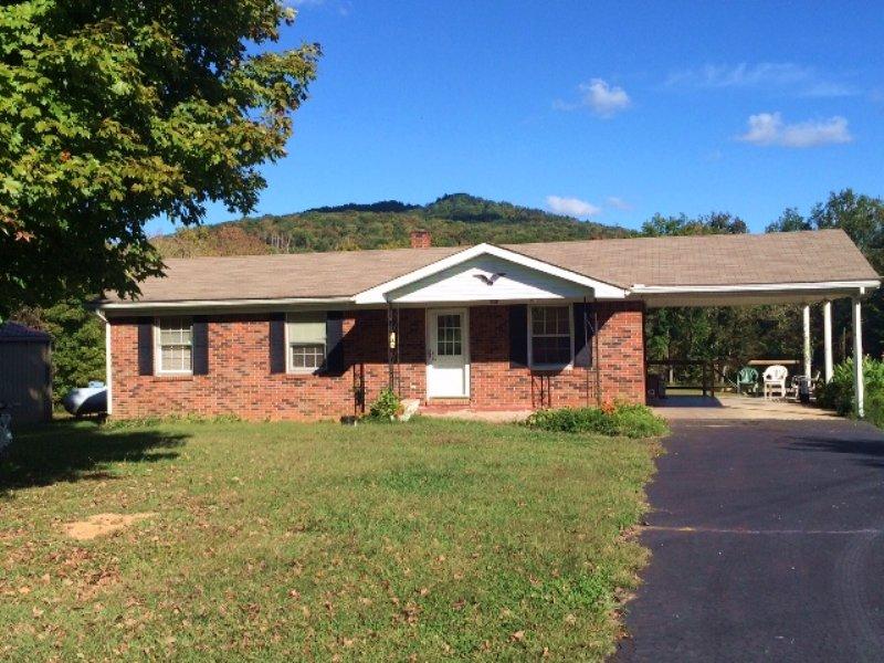 3 Br 1 Ba Brick Home W/full Bas : Albany : Clinton County : Kentucky