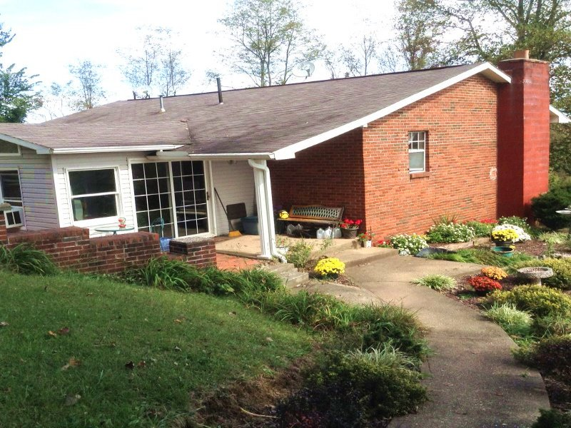 Cozy Home On 12+/- Acres : Looneyville : Roane County : West Virginia