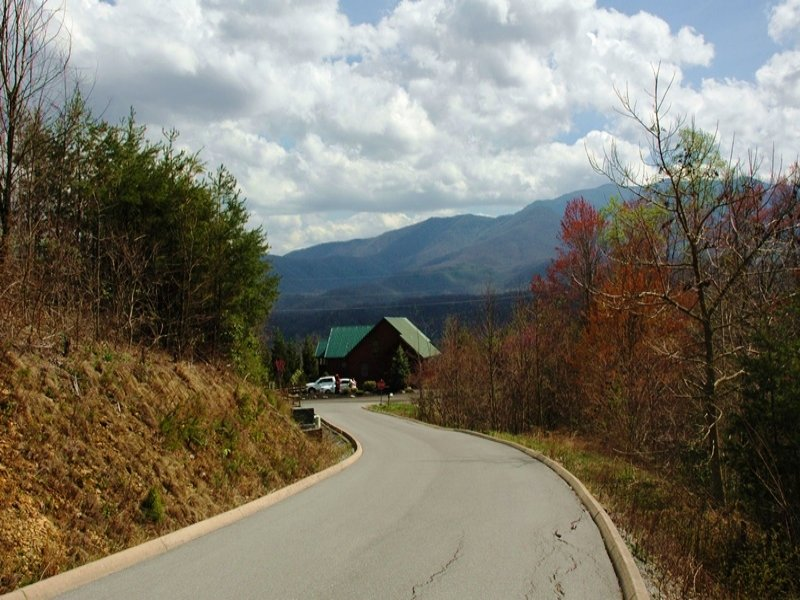 0.65 Acre Mountain Cabin Homesite : Gatlinburg : Sevier County : Tennessee