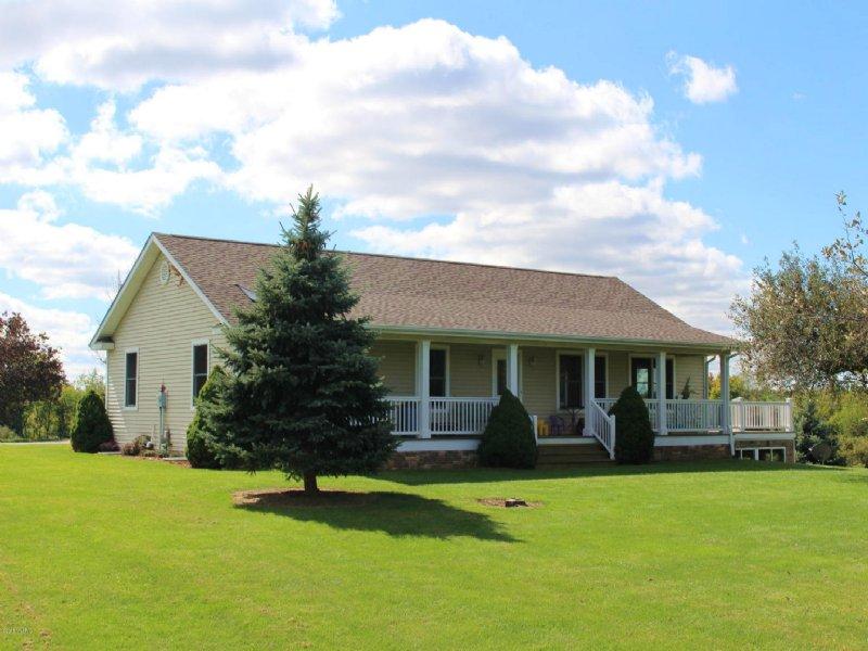 Custom Home On 10 Rolling Acres : Bangor : Van Buren County : Michigan
