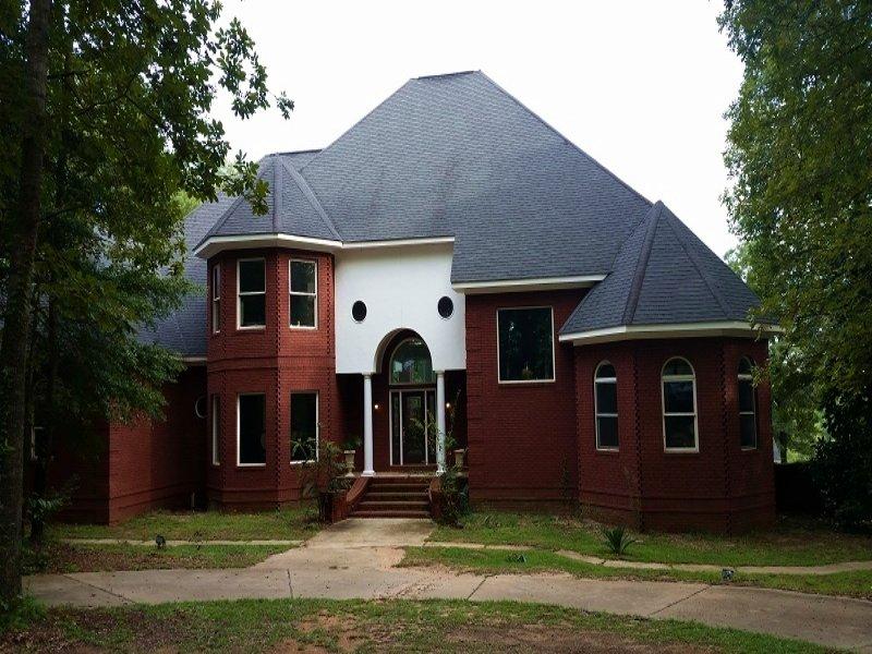 Executive Home With Acreage : Headland : Henry County : Alabama