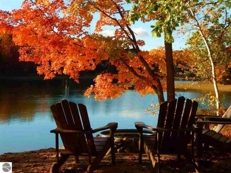 Secluded Waterfront Home : Kalkaska : Kalkaska County : Michigan
