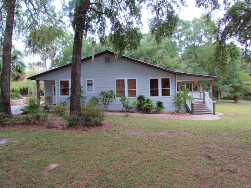 Beautiful Lakefront Home-770949 : Old Town : Dixie County : Florida
