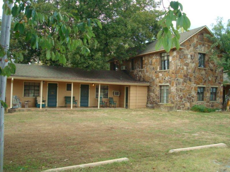 Clayton Country Inn Is An 11-roo : Clayton : Pushmataha County : Oklahoma