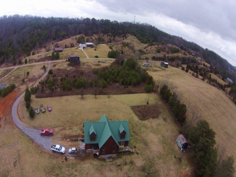 Custom Built Log Home On 27.6 Acres : Greeneville : Greene County : Tennessee