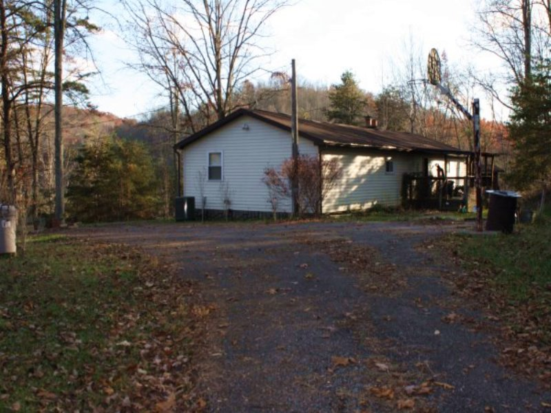 6.17 AC Very Private : Ovapa : Clay County : West Virginia