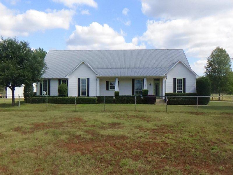 Texas Horse Ranch With Farmhouse : Bullard : Smith County : Texas