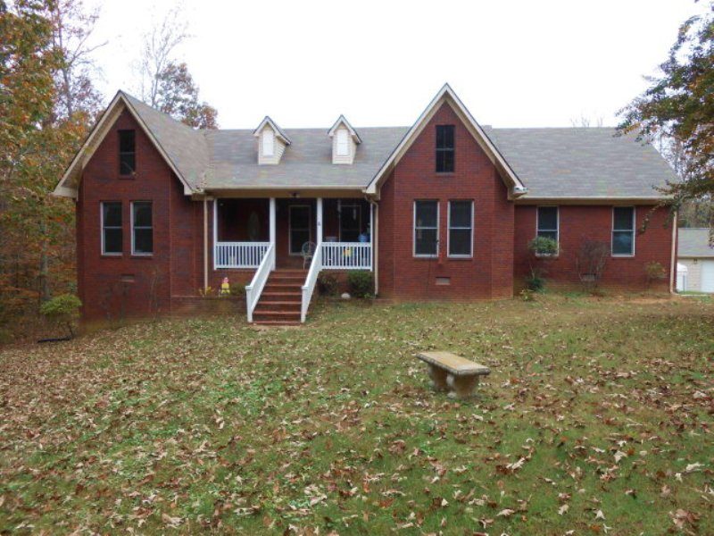 Beautiful Brick Home In The Country : Huntingdon : Carroll County : Tennessee