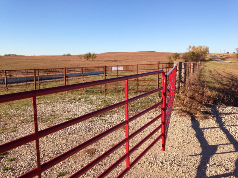Highway Frontage Pastureland : Maple Hill : Wabaunsee County : Kansas