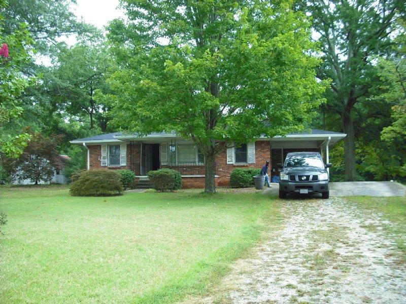 Brick Ranch On 3 Ac W Lake Access : Fairburn : Fulton County : Georgia