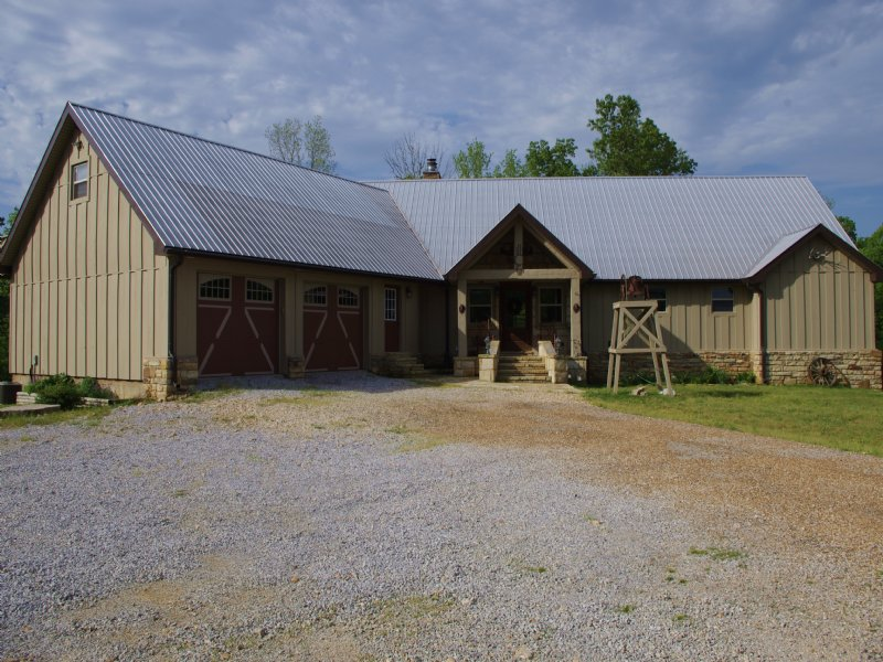 Exclusive Hunting Lodge : Mountain View : Stone County : Arkansas